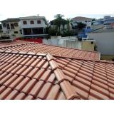 construção de telhado residencial metálico