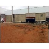 demolidora de edifícios no Conjunto Residencial Glória