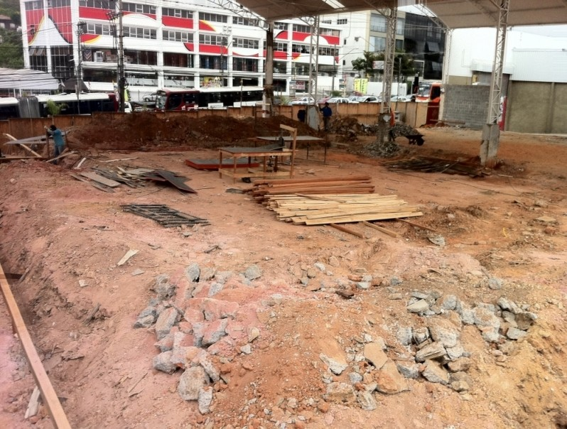 Demolidora de Prédios Preço Parque do Pedroso - Serviço de Demolição para Decoração