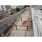 construção de telhado para área externa